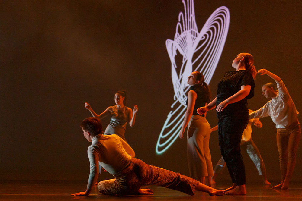 6 dancers stand in Language of Landscape