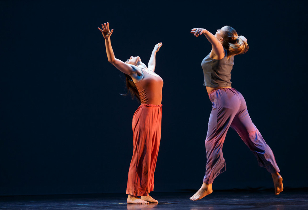 Two dancers reach out their arms in Jewels in the Sky